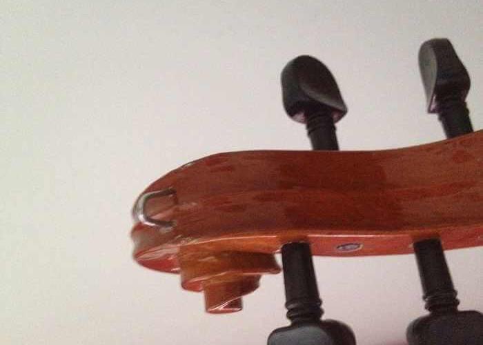 připevněte na housle háček