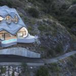 Dům na útesu připomíná hlavu draka