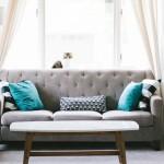 Malý obývací pokoj. Jak se dá opticky zvětšit?