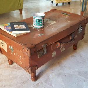 Konferenční stolek ze starého kufru
