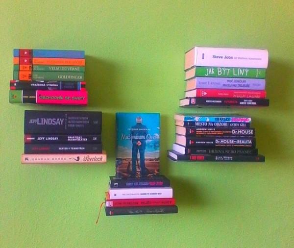 neviditelné police na knihy 2